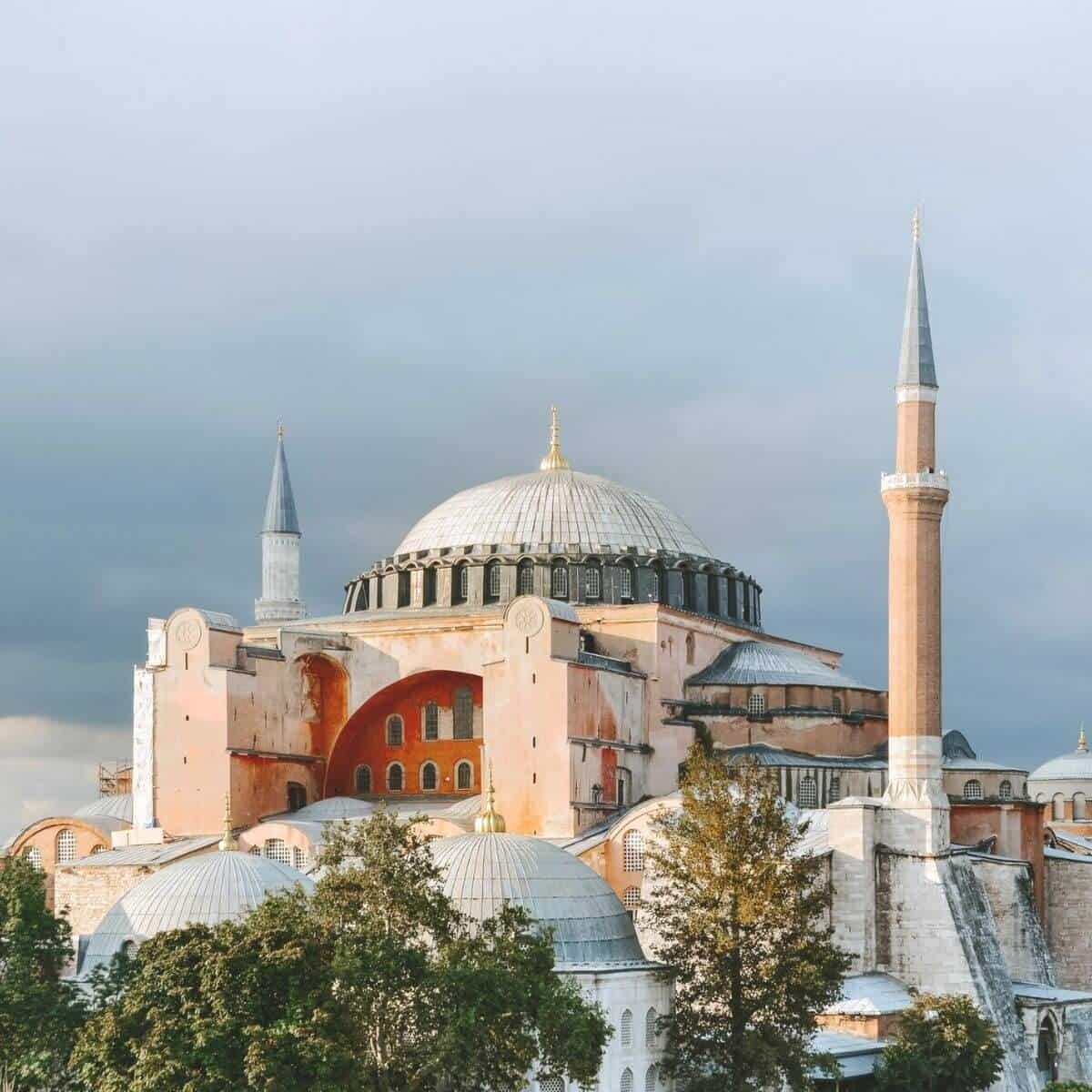 Hagia Sophia on a cloudy day.
