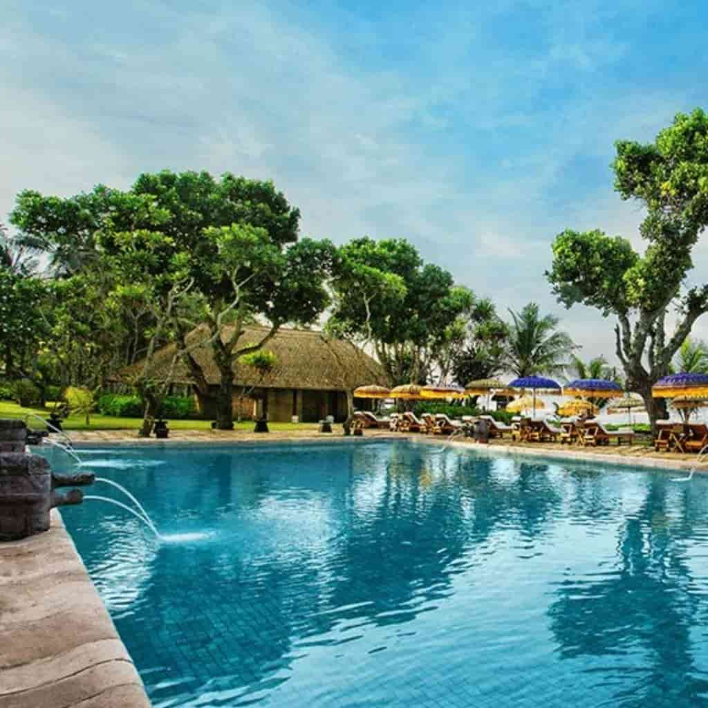 Pool at The Oberoi Beach Resort in Bali.