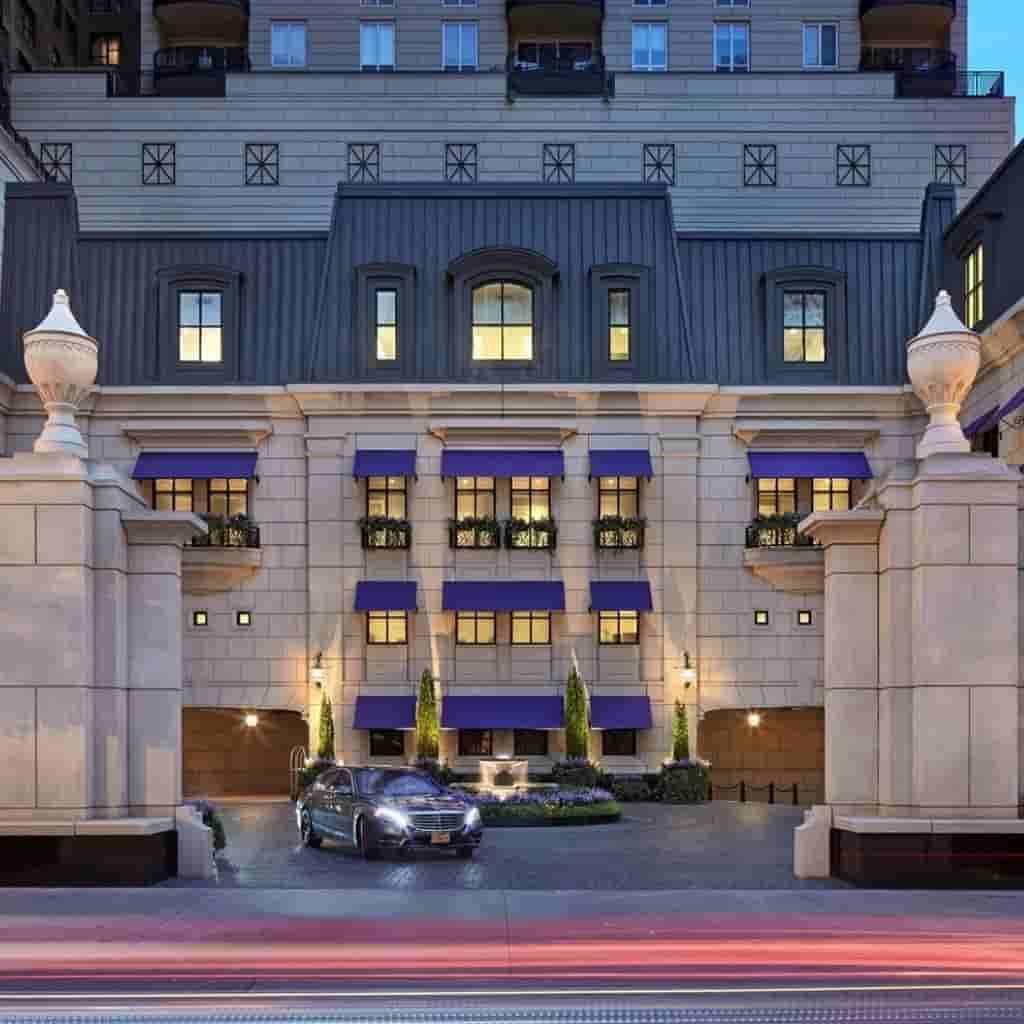 Exterior of Waldorf Astoria hotel in Chicago.