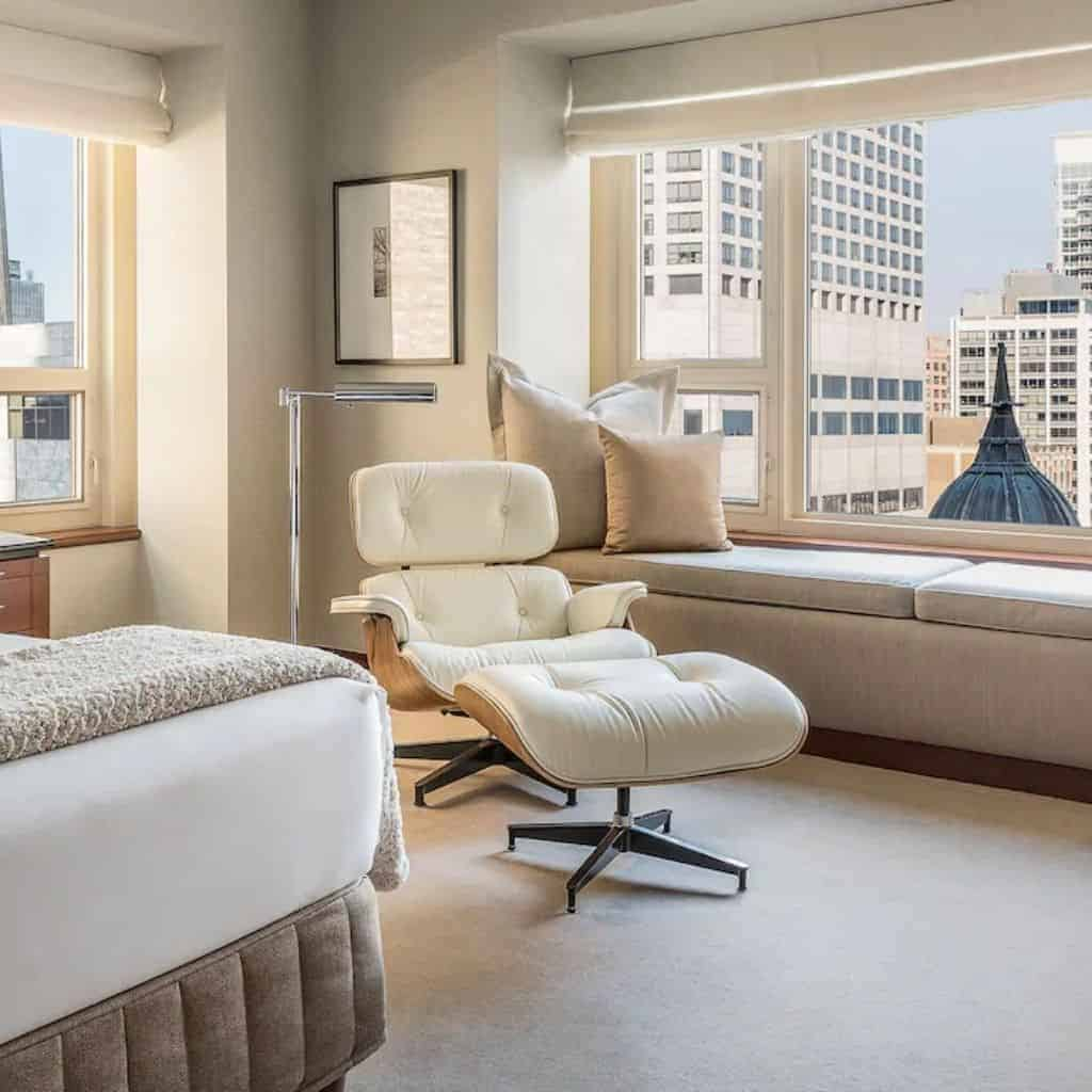 Suite with a city view at Park Hyatt Chicago.